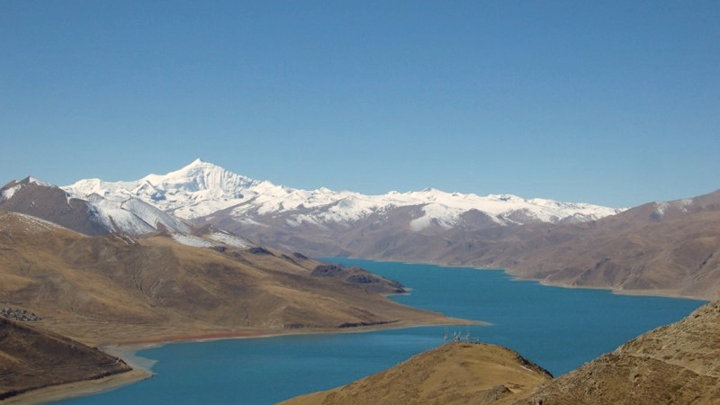 Yamdrok Tso Lake with Mt Nyencheng Kamsang at more than 7000m.jpg