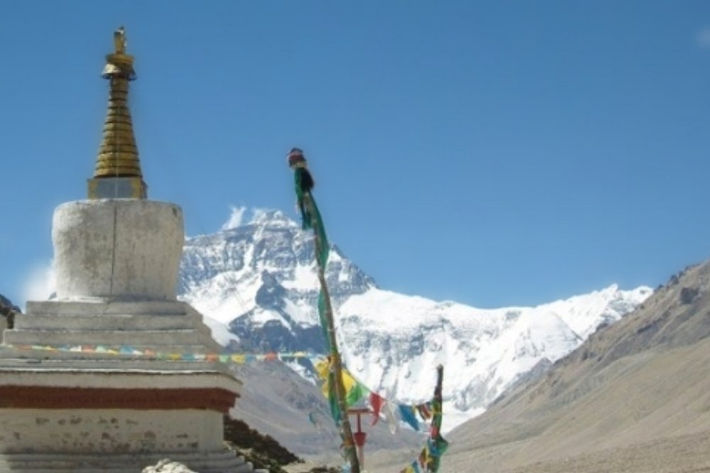 mt everest with the Rongbu monastery, the highiest monastery in the world_pe_pe.jpg
