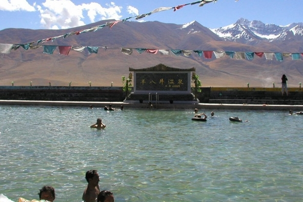 Yangpachen Geothrmal Pool and Nyenchen Tangla Mountain Range