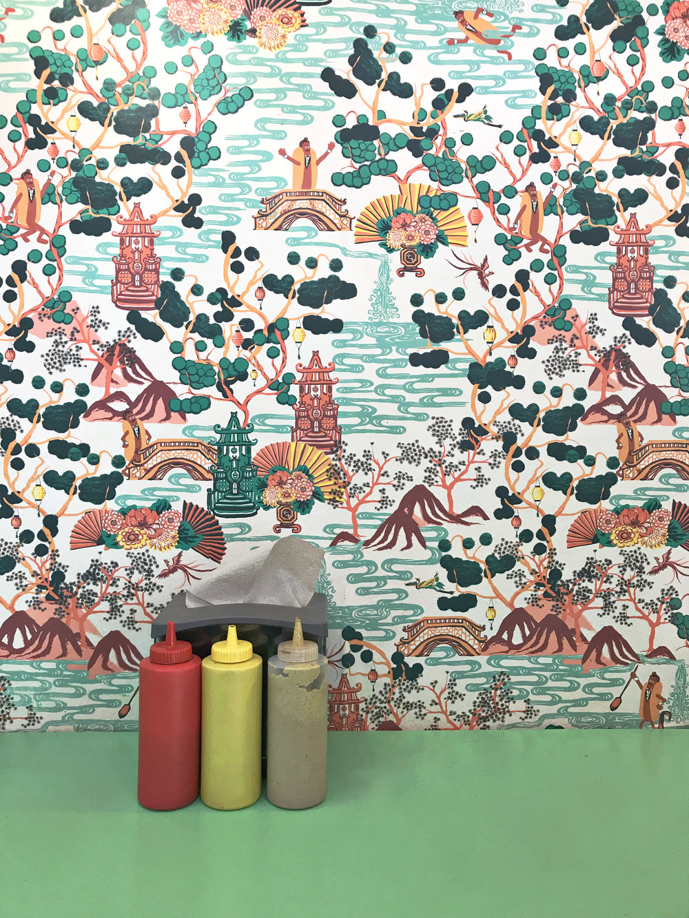 lunch at Frank-in-Bun with the best wallpaper by Palm Springs designer Candice Held