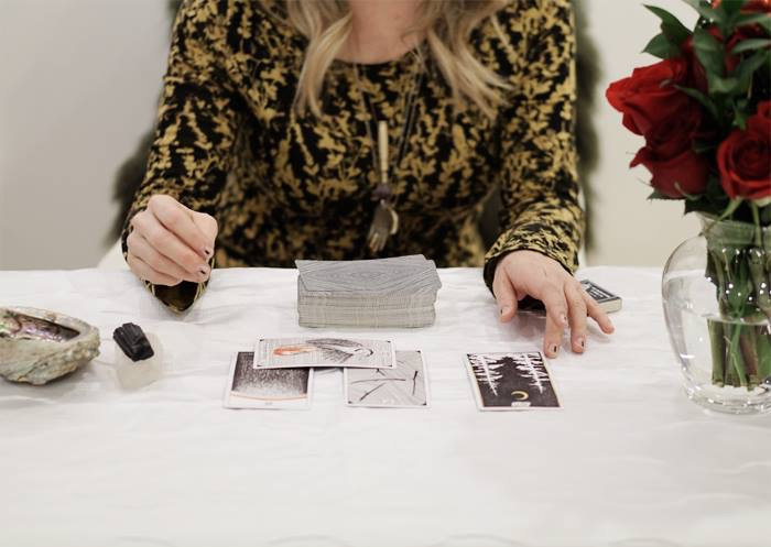 Leslie McAllister of Juju doing a tarot reading | wepropelle.com