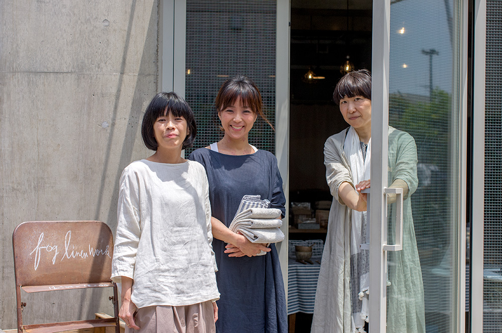 Chizu and Chihiro from Fog Linen and Kaori from  Tea & Treats , who was holding a tea class in the second floor event space.