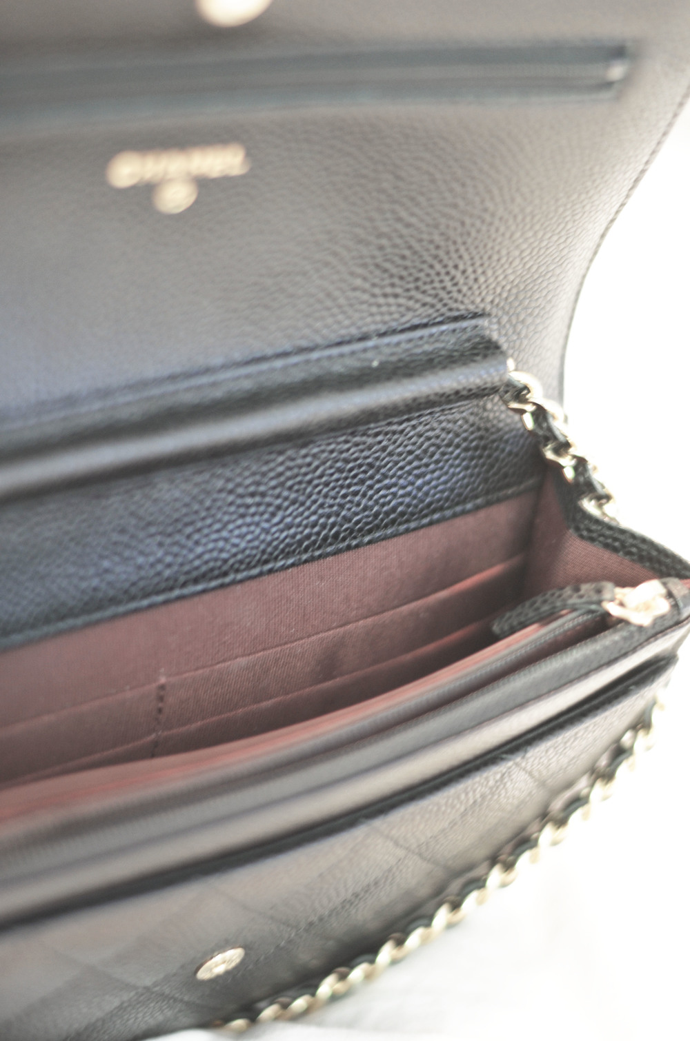 38708dd9c869 THE BAG DETAILS | As you can see the interior of the bags are a  burgundy/wine shade. Great as any dirt marks would be a bit more difficult  to spot.