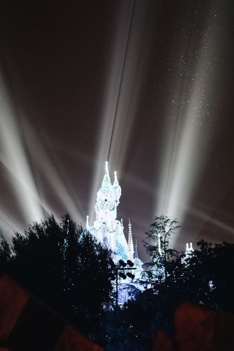 Disneyland-Sleeping-Beauty-Castle-Night-Light-Beams