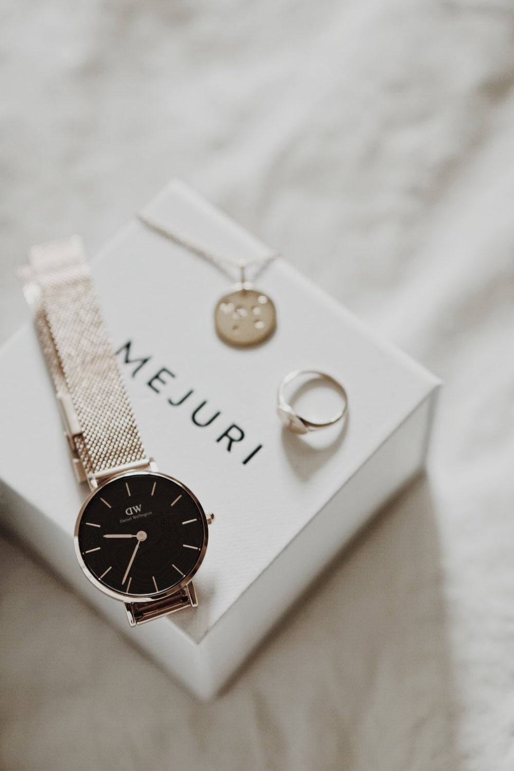 Non Beauty Faves Mejuri & Daniel Wellington