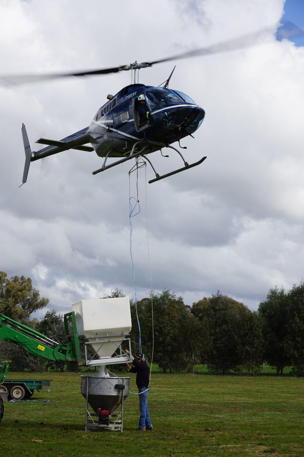 Helicopter Fertilister Loading Indigo Valley