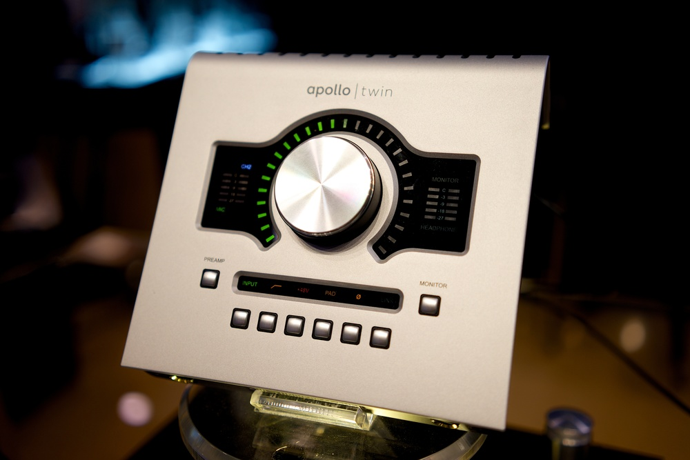 Universal_Audio_Apollo_Twin_audio_interface_with_Realtime_UAD_Processing_and_Thunderbolt_-_2014_NAMM_Show_(by_Matt_Vanacoro).jpg