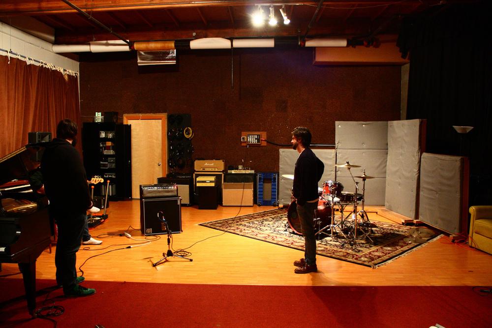 Studio_SQ,_Tracking_Room_-_Sean_Sullivan,_Red_Blue_Yellow,_2009-04-11.jpg