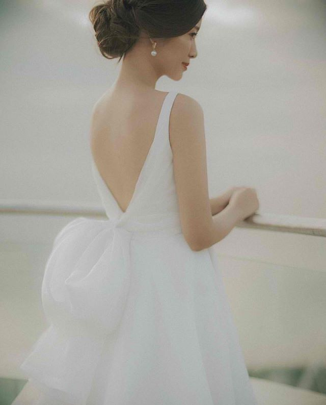 It's all in the dainty details. ✨ @tgosingtian in #BridalVaniaRomoff.  #VRBride