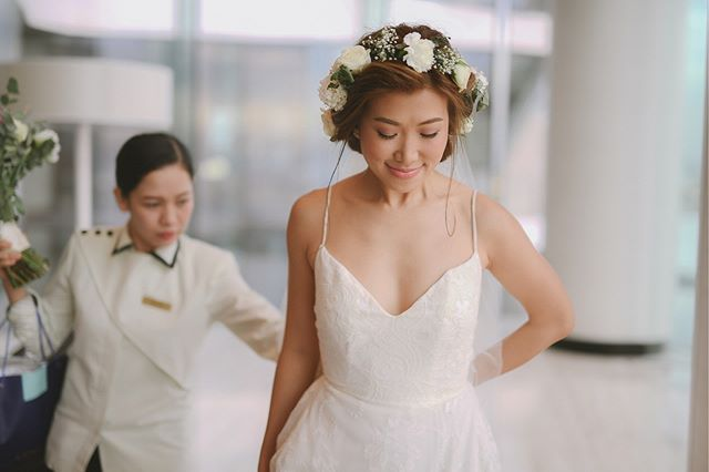 Of clean lines and delicate lace. ✨ #VRBride @gaeafu looks ethereal in #BridalVaniaRomoff.