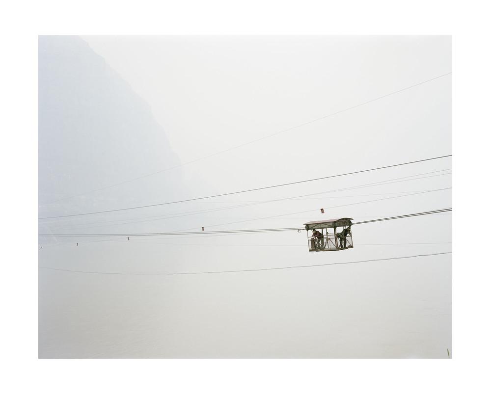 纜車上的人, 陝西, 2011            100 x 120   厘米/ 112x 138   厘米/ 140 x 168 厘米