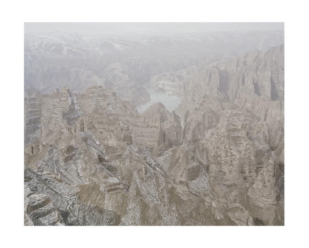 山中的黄河, 甘肅, 2011            100 x 120   厘米/ 112x 138   厘米/ 140 x 168 厘米