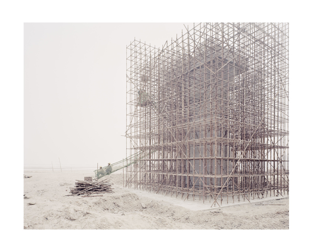 修築高鐵橋墩的人, 陝西, 2011            100 x 120   厘米/ 112x 138   厘米/ 140 x 168 厘米