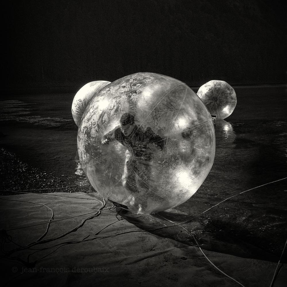 Bubble Man 法國 32 x 32 厘米/ 50 x 50 厘米