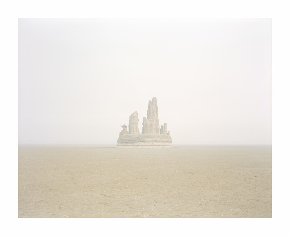 湖中的假山, 山東, 2011    100 x 120   厘米/ 112x 138   厘米/ 140 x 168 厘米