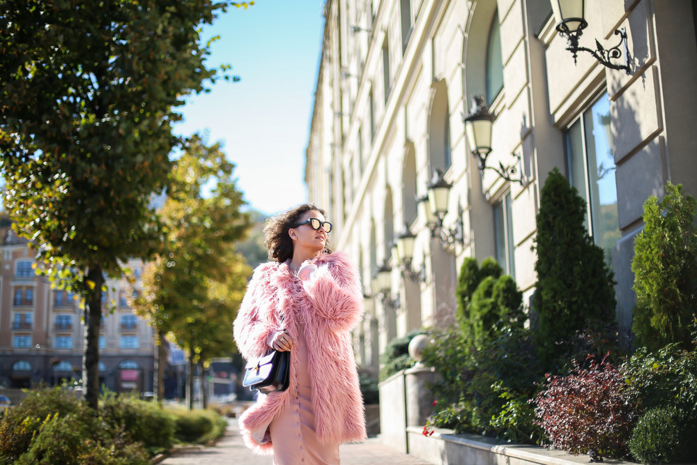 Photo - Anna Goltsberg Coat - Lookhunter | Dress - The Line by K | Bag - Celine box in black | Sunnies - Freyrs