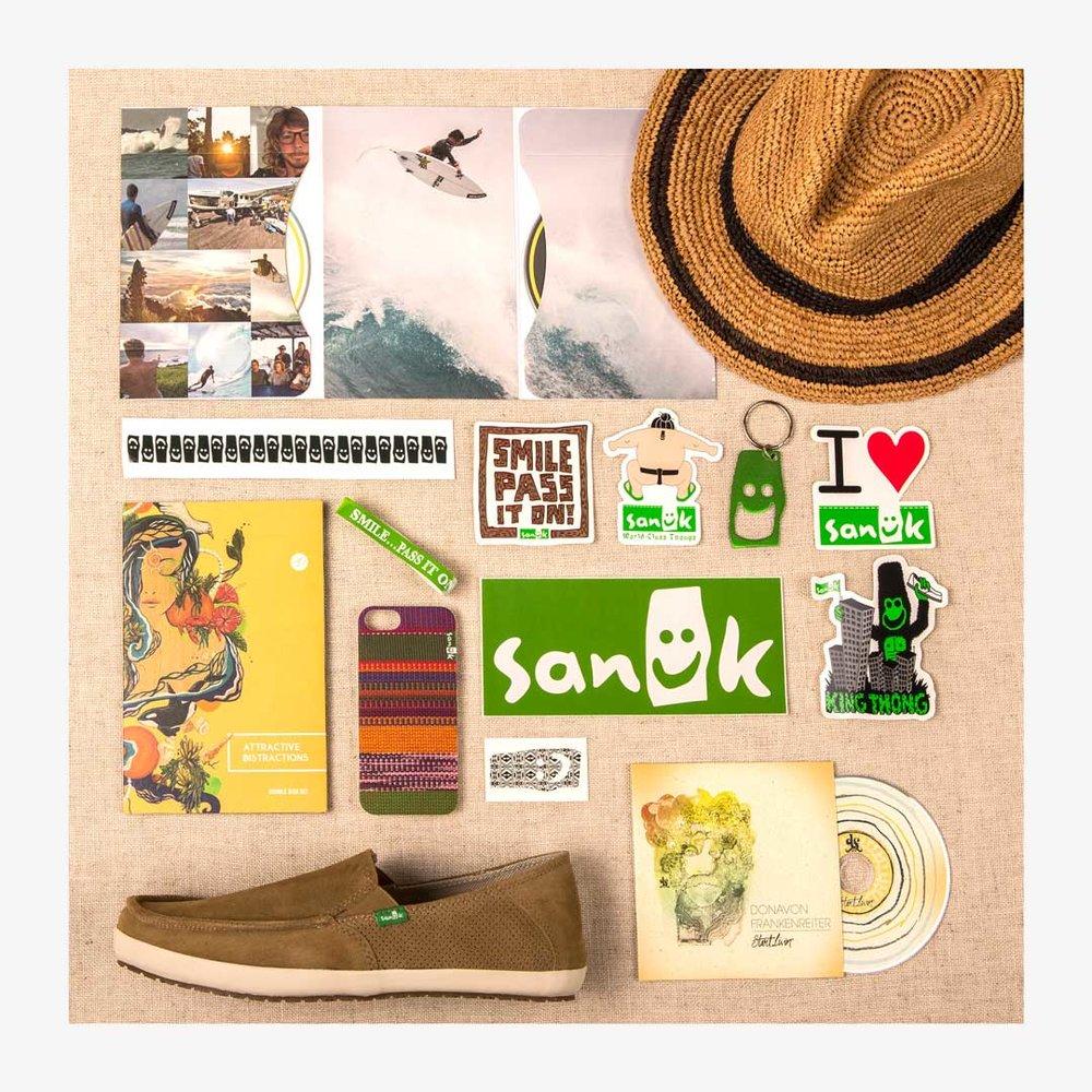 Sanuk_Flatlay_1080x1080px.jpg