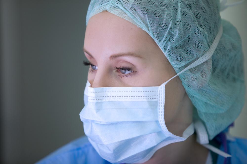 Concentrated nurse while operation, Herzzentrum bernau