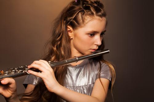 girl_with_flute.jpg