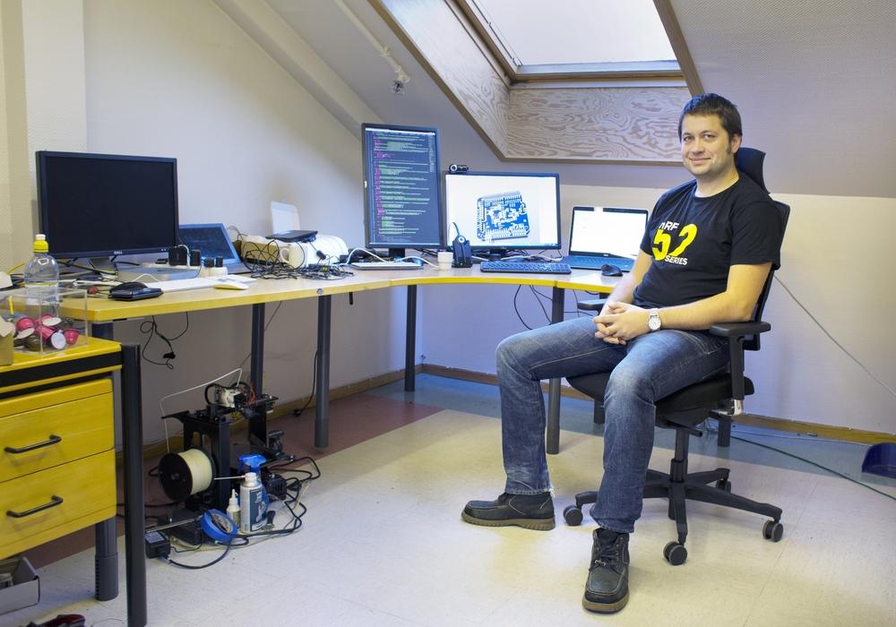 Jon Helge Nistad på kontoret sitt i Dale Senter.