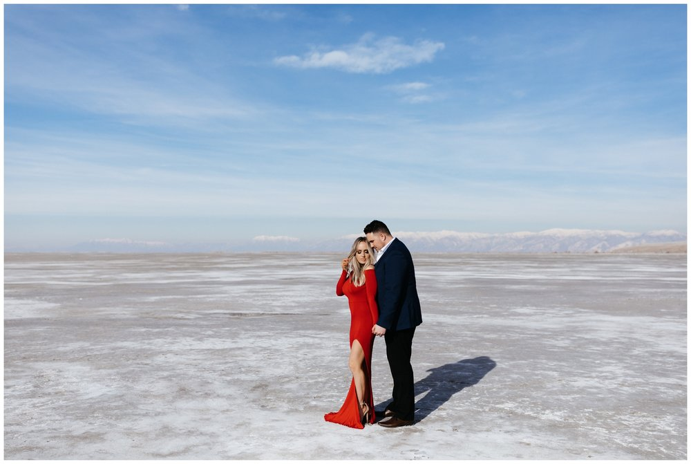 Utah Salt Flats Couples Photoshoot