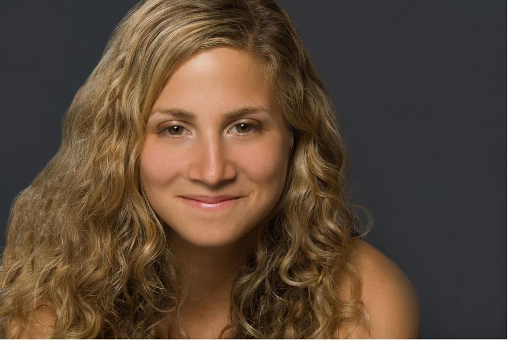Zoe Geltman Headshot.jpg