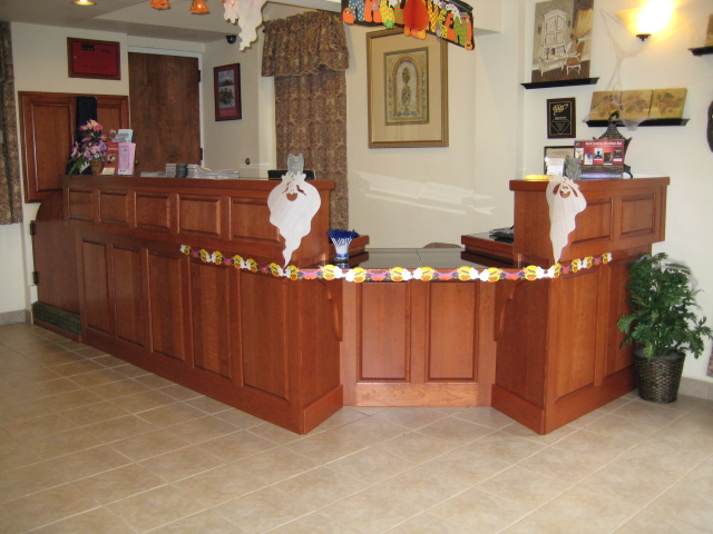 Scottfield-Inn-front-desk1.jpg