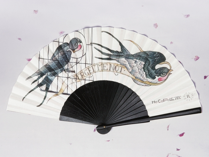 Duvelleroy  Mo Coppeletta has created a delicate image of a caged, and uncaged, bird. Following the idea of mounting the fan « à la sultane », with half the sticks in front, and half the sticks at the back of the leaf, the frame of the fan becomes the cage from which a bird is set free.   LEARN MORE...