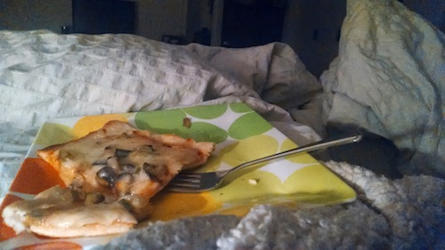 pizza-in-bed