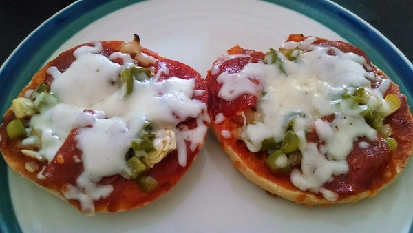 homemade-pizza-bagel