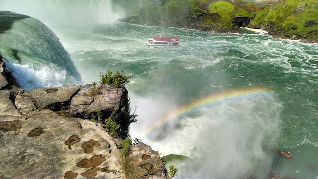 niagara-falls-boats