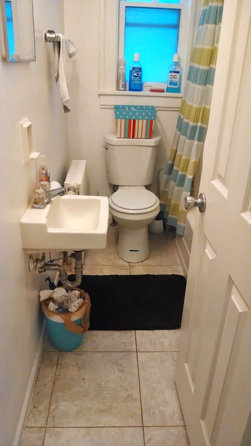 tiny-bathroom