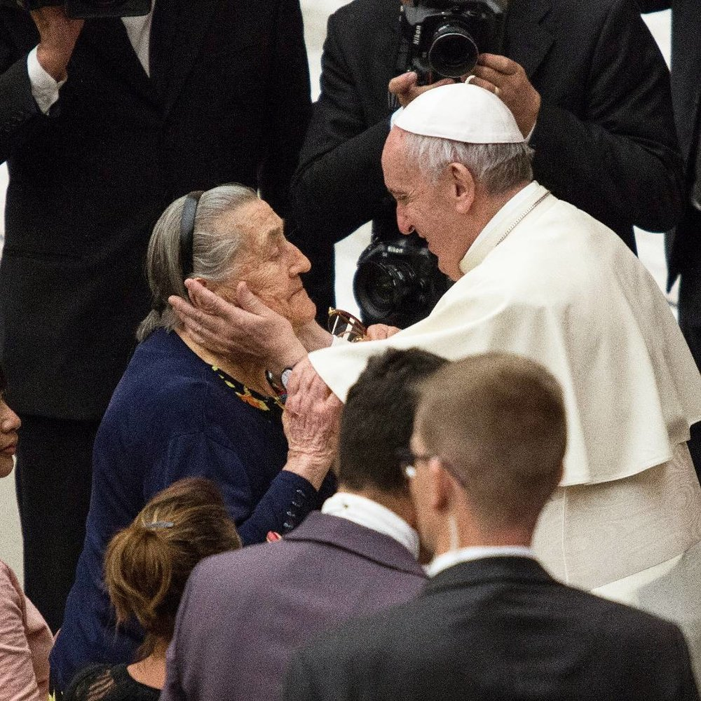 - catholicnewsagencyThis sweet woman got a special blessing from Pope Francis during today's general audience!In his Aug. 23 speech he continued his reflection on Christian hope, saying