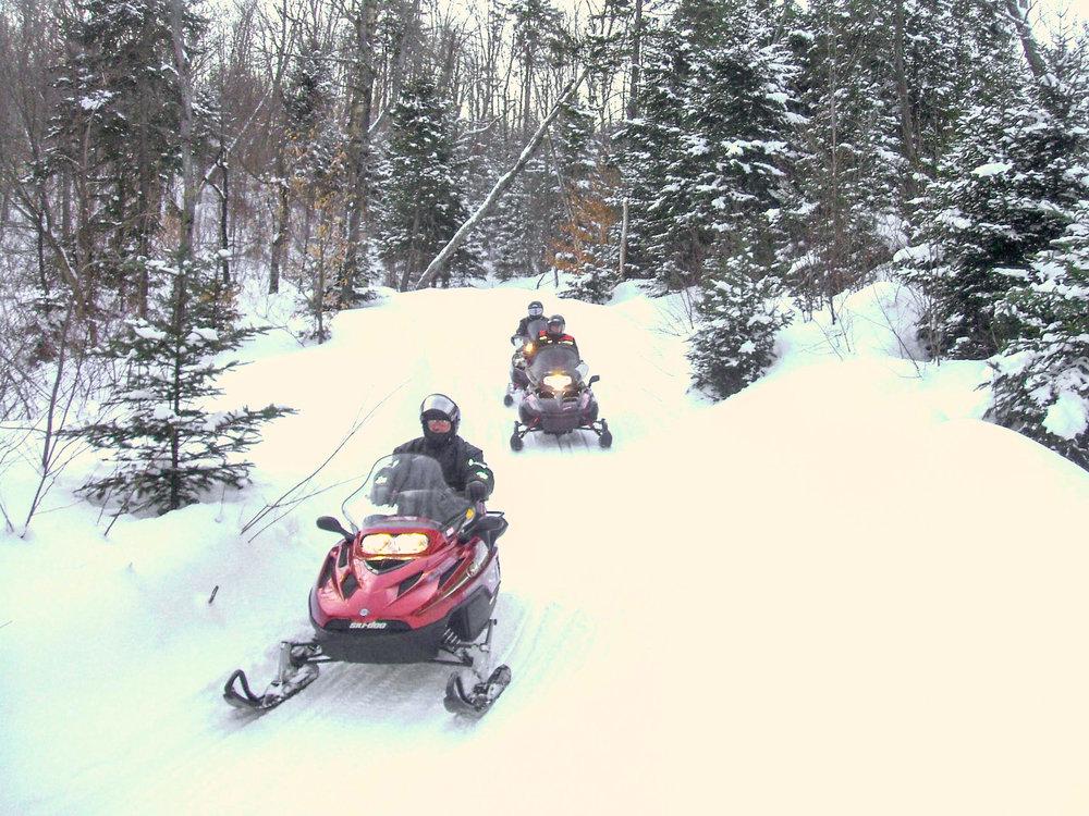 Snow mobile trip day time 雪上摩托車