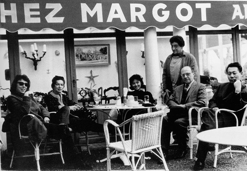 «Chez Margot », Golfe-Juan, le 03 mars 1962. Joan Mitchell, Patricia Matisse, May Zao, Jean-Paul Riopelle et Pierre Matisse. Droits réservés