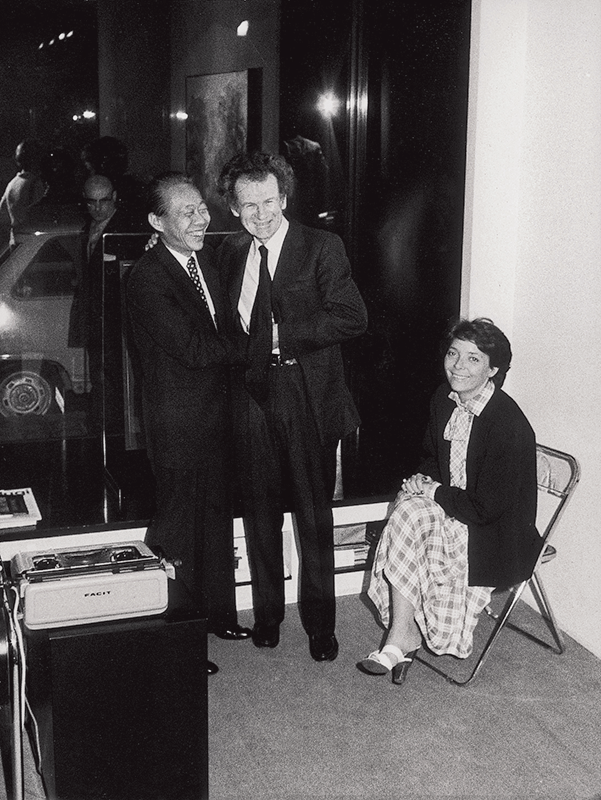 With Jean Leymarie and his wife Françoise during the opening of the exhibition at the Joan Prats Gallery in Barcelona, Spain, 1976. All rights reserved