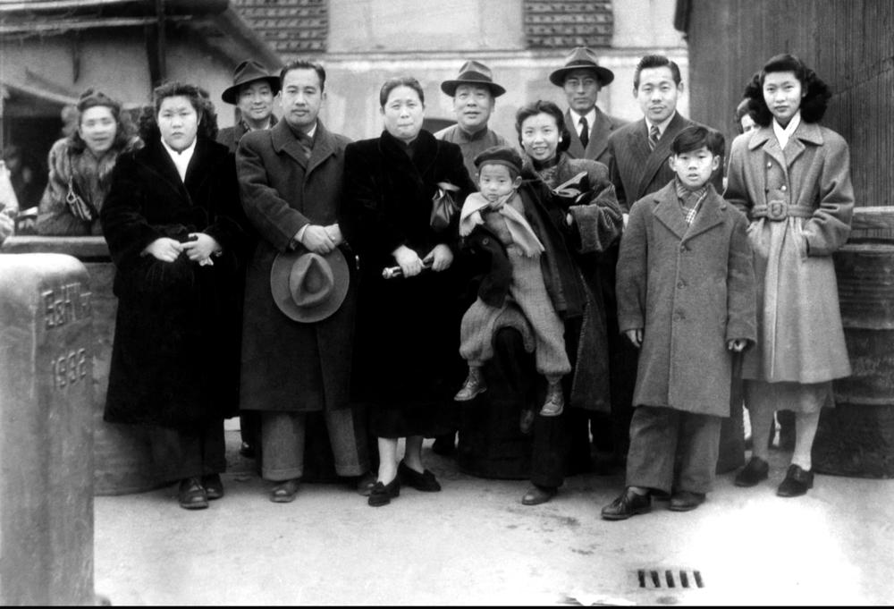 Zao Wou-Ki et toute sa famille au port de Shanghai avant le départ pour la France le 26 février 1948. Droits réservés