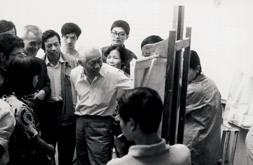 During a lecture at the school of fine arts, Hangzhou, 1985. All rights reserved