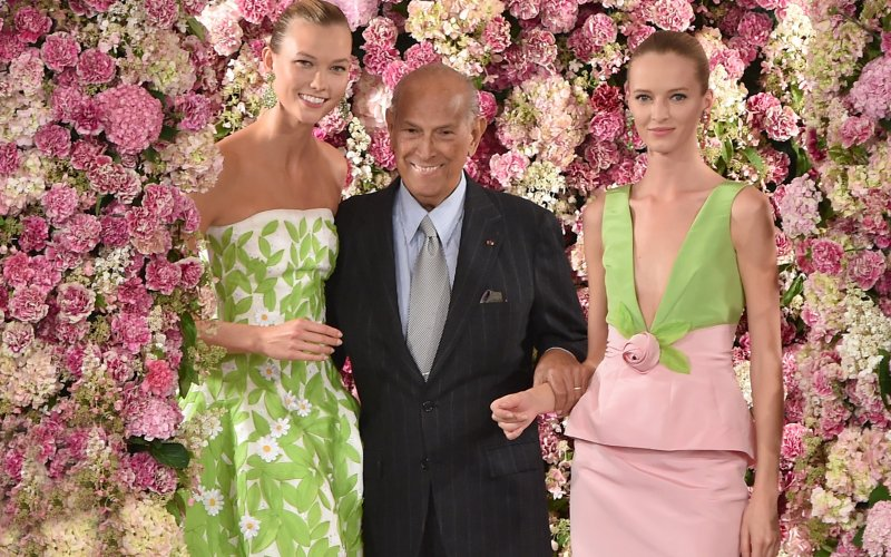 Oscar De La Renta after one of his last shows. Image from the Daily Beast.