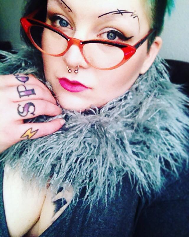 A selfie of me wearing Cinderhella, LunatiCK's Supernatural eyeshadow palette, contour & mattifying powder