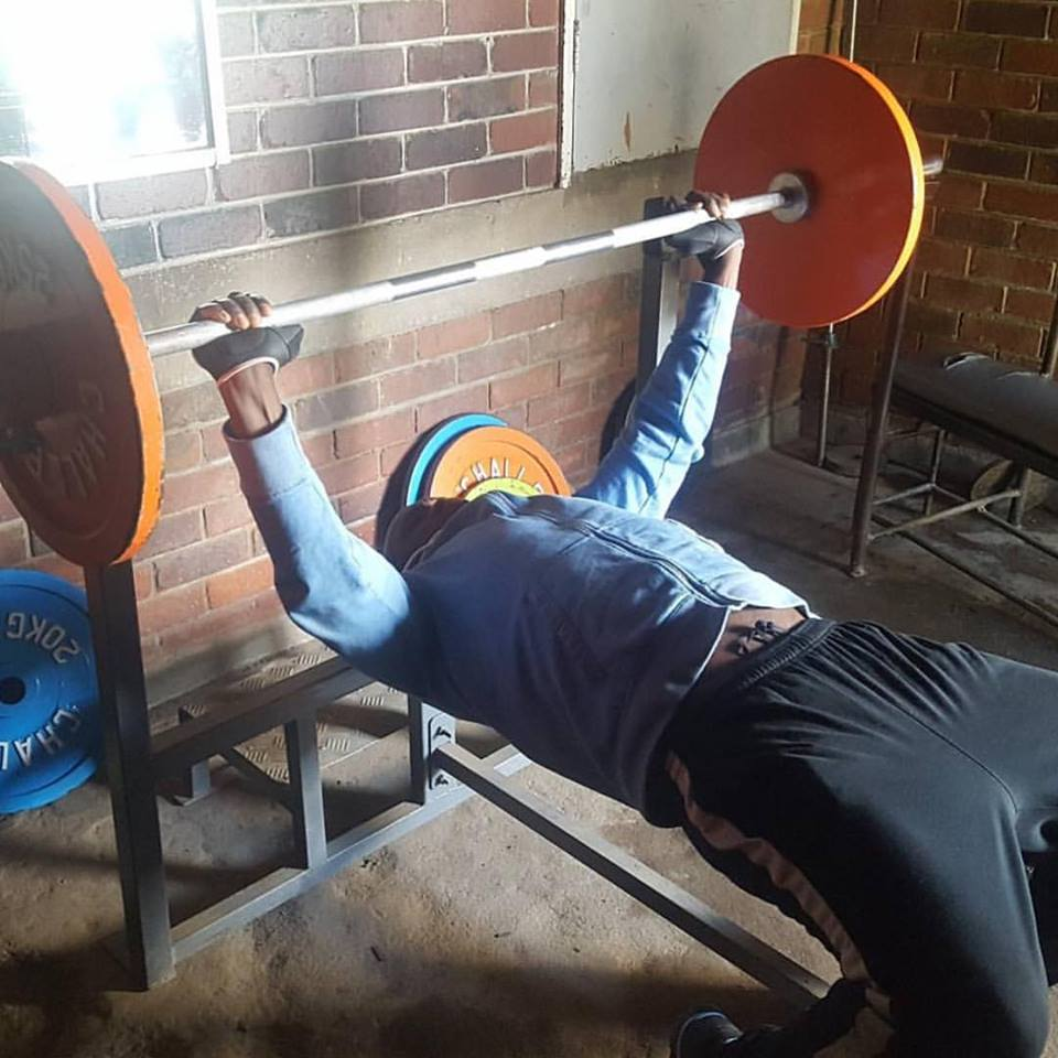 $200 - GIVE A POWERLIFTING BAR TO A COMMUNITY GYM