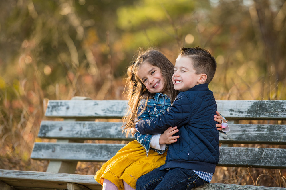 lbi-family-photographer-brie-kids-on-bench