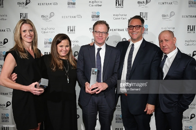 THE SPOTLIGHT TEAM WITH THEIR BEST FILM AWARD AT THE GOTHAM AWARDS / pHOTO COURTESY OF NEILSON BARNARD/GETTY IMAGES