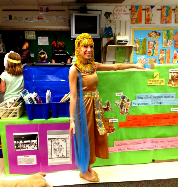 sarah dressed at cleopatra for her class's ancient egyptian day at the museum / pHOTO cOURTESY sARAH rOMERO