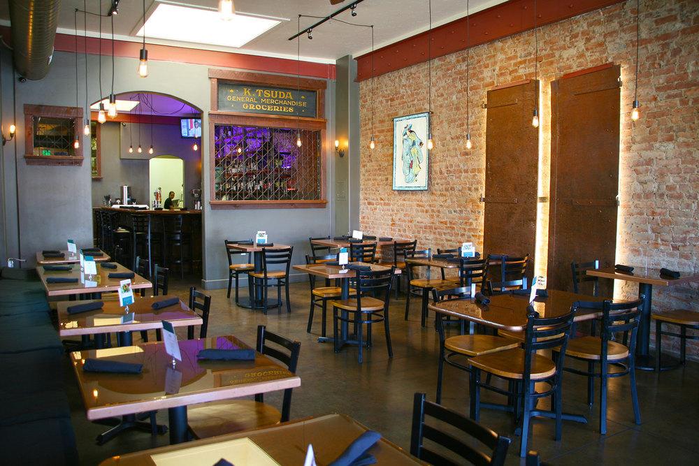 Diningroom_0410.jpg