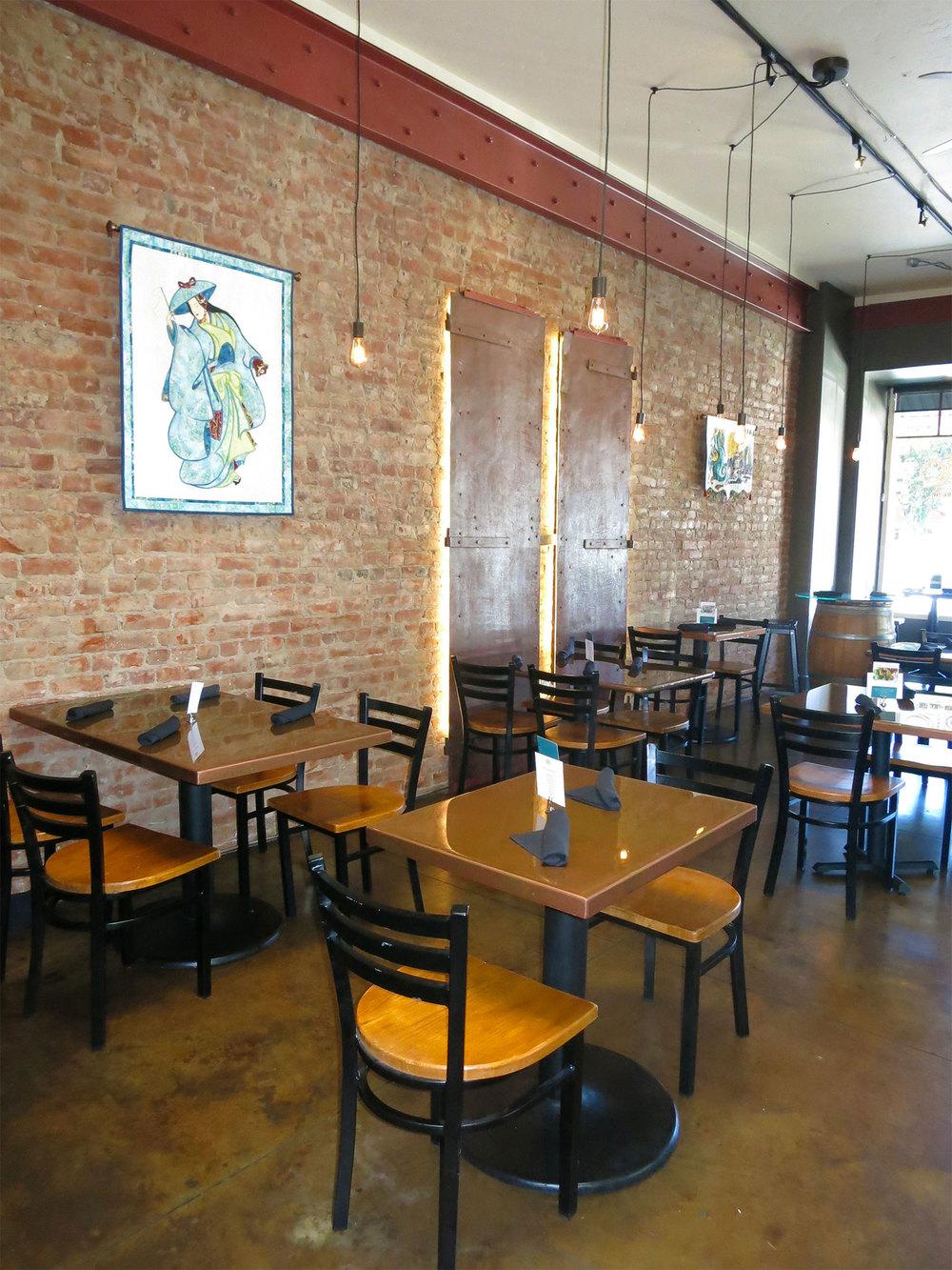 Diningroom_3046.jpg