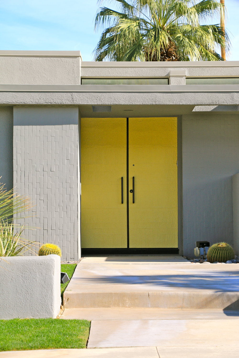 Palm-Springs-Yellow-door_5223_2.jpg