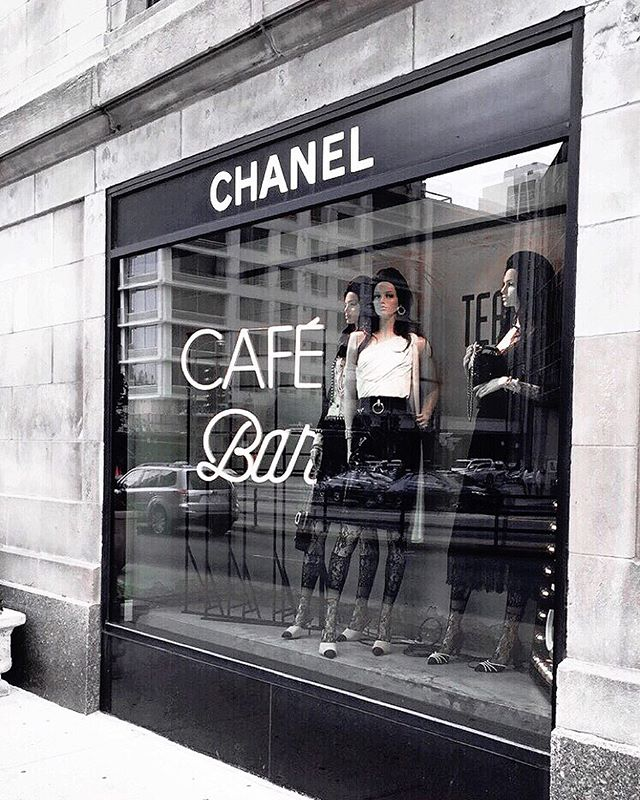 Take me back to Chi Town ➕ Chanel instead of internship rotations 💕 is it 5 o'clock yet? 🕔 #tgif #chanelworldwide #chicago #fbf @chanelofficial