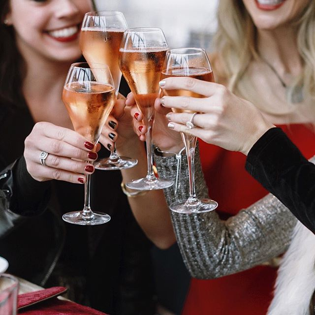 Cheers to the New Year babes 😍 2016 was nothing short of amazing but I have a feeling that 2017 is going to be even better! What are everyone's NYE plans tonight? #nye2016 #newyeareve