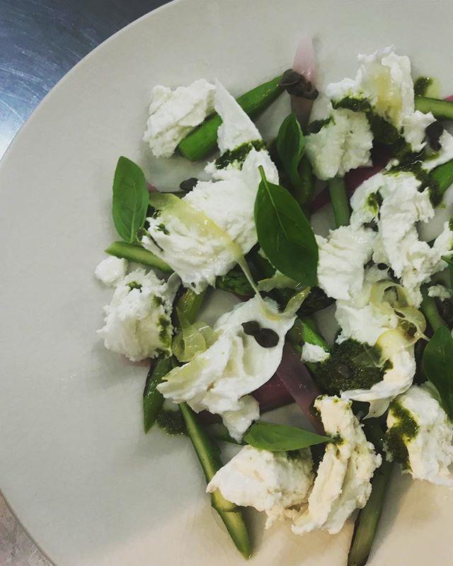 Asparagus, mozzarella with pickled lemon  #newdishes #happyweekend #inverleigh #eat3321 #inverleighcellarkitchen #lunchtime